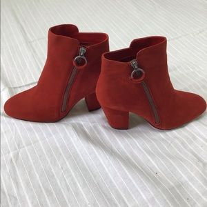 RED SUEDE OUTSIDE ZIP BOOTIE